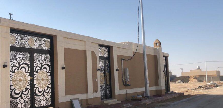 للبيع دور مؤسس ثلاث شقق  في ملهم الرياض